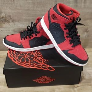 Like new men's Nike Air Jordan 1 MID size 9.5